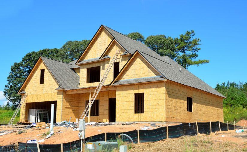 Stosownie z obowiązującymi przepisami nowo budowane domy muszą być gospodarcze.